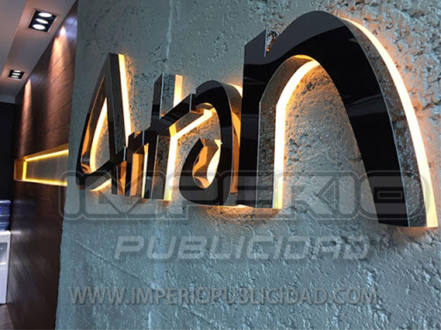 Letras de acero inoxidable iluminadas