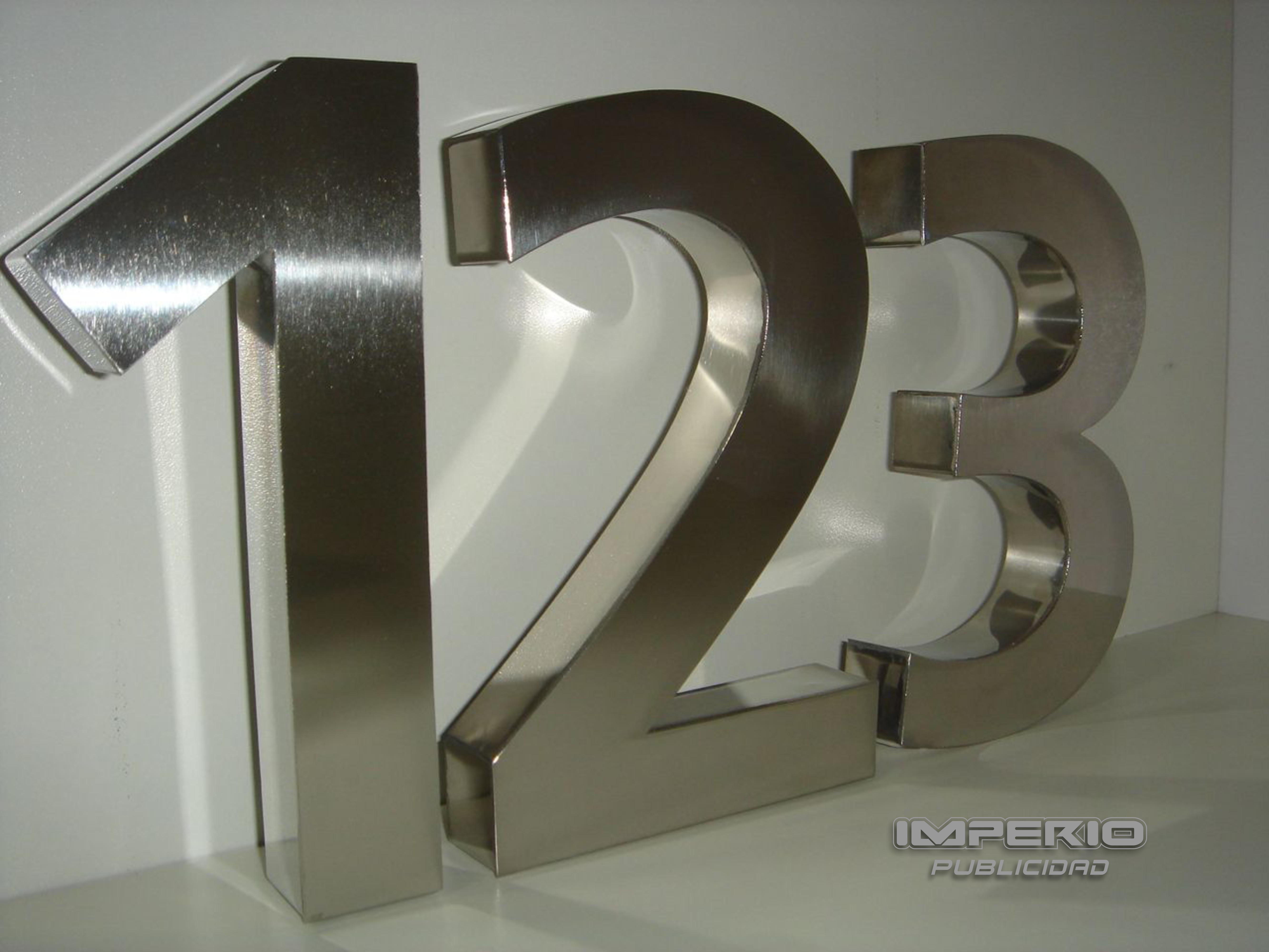 letras nuemeros y logotipos de acero inoxidable