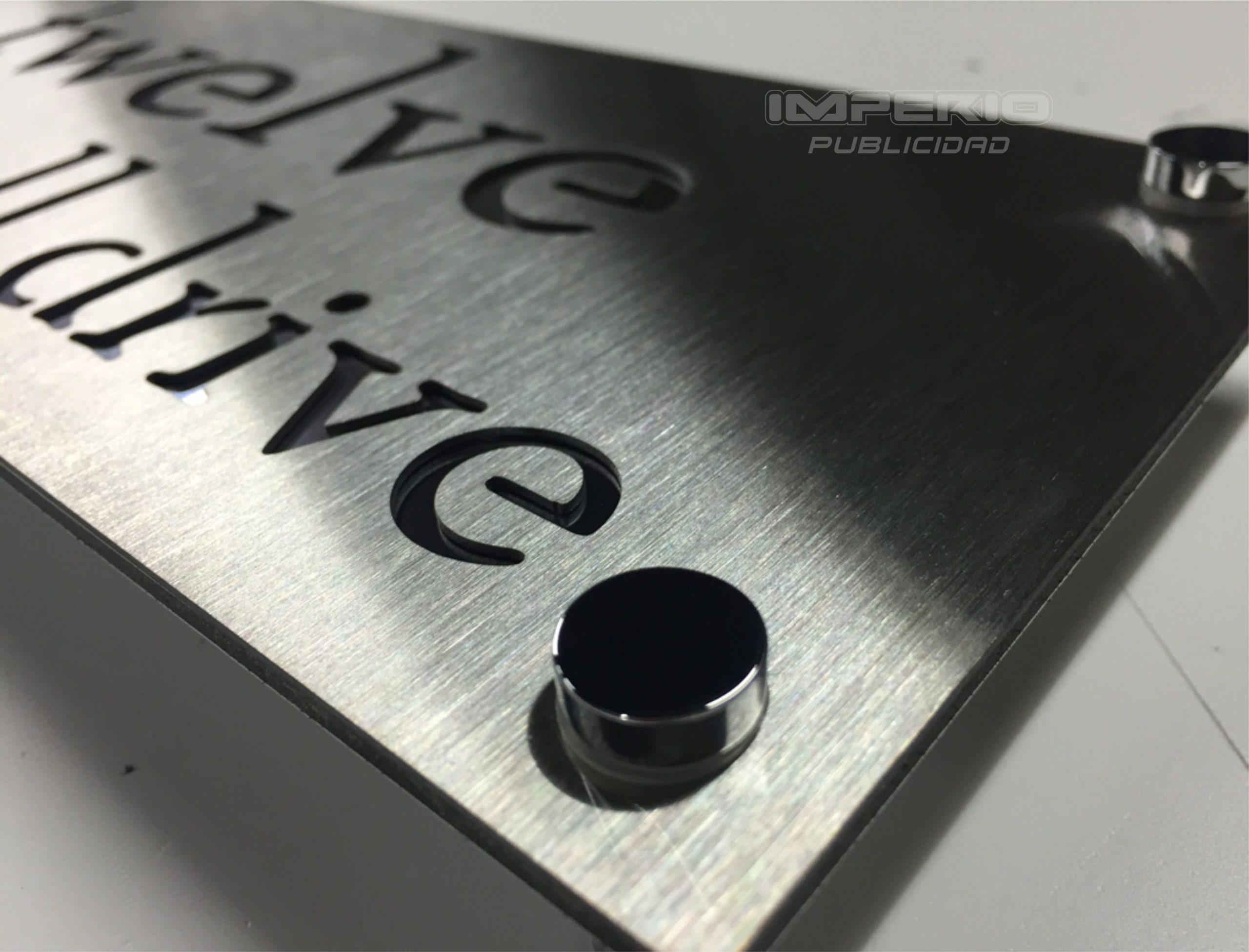letreros de acero inoxidable